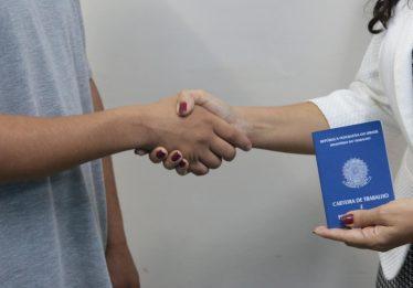 Jovens em medida socioeducativa poderão tirar Carteira de Trabalho em Goiânia