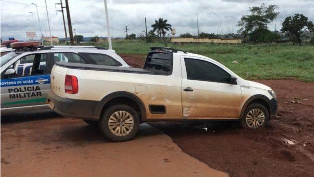 Suspeitos de roubar carro em Itaberaí morrem em confronto com a PM na GO-070, em Goianira