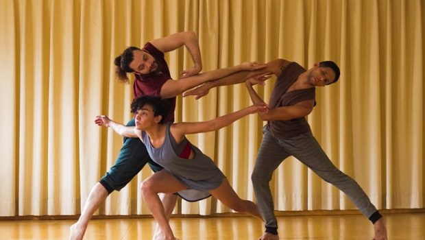 Questionando as fragilidades humanas, CenÁpice Cia de Dança apresenta espetáculo em Goiânia