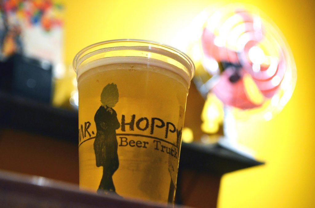Mr. Hoppy chega a Goiânia com promoção de chope de graça e hambúrguer a R$ 10