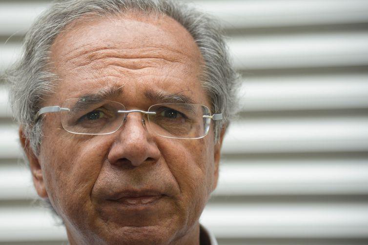 Guedes oficializa três secretários e confirma seu número 2