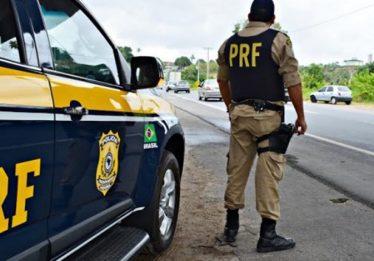 PRF autua motorista de caminhão que cometeu uma série de infrações perigosas