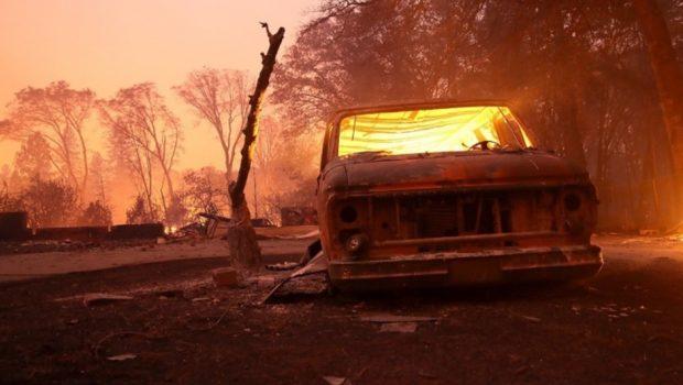 Vídeos mostram avanço dos incêndios na Califórnia
