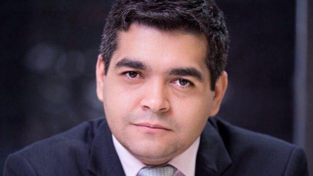 """Ex-titular da Segov """"renuncia"""" participação na política e funda igreja em Goiânia"""