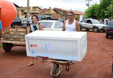 Enel troca mais de 100 geladeiras em Valparaíso de Goiás