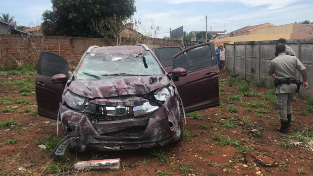 Roubo de carro termina em perseguição e acidente em Goianira-GO