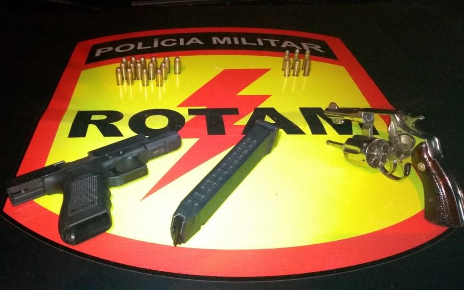 Quatro suspeitos de roubo a banco trocam tiros com a Rotam e dois morrem, em Hidrolândia