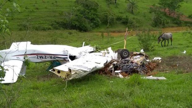 Avião de pequeno porte cai no interior de MG e quatro pessoas morrem