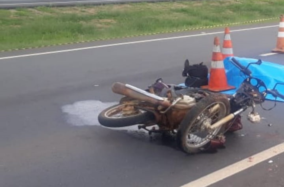 Motociclista morre após bater moto na traseira de caminhão, em Campo Alegre