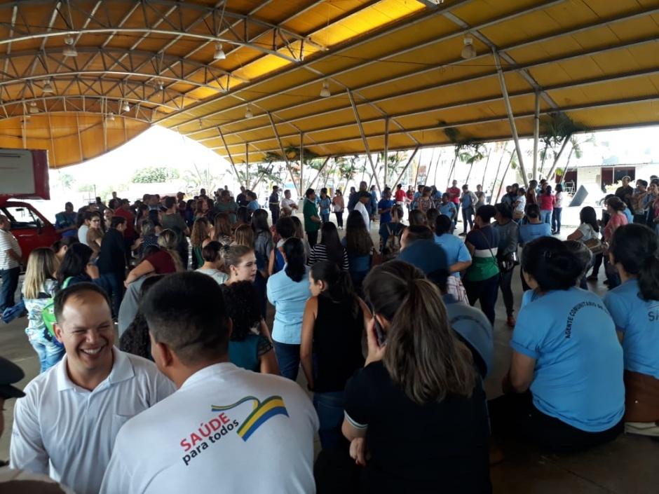 Servidores municipais de Senador Canedo protestam contra suspensão de licenças e férias