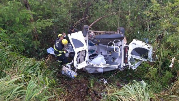 Acidente entre dois caminhões e uma ambulância deixa uma pessoa morta na BR-153