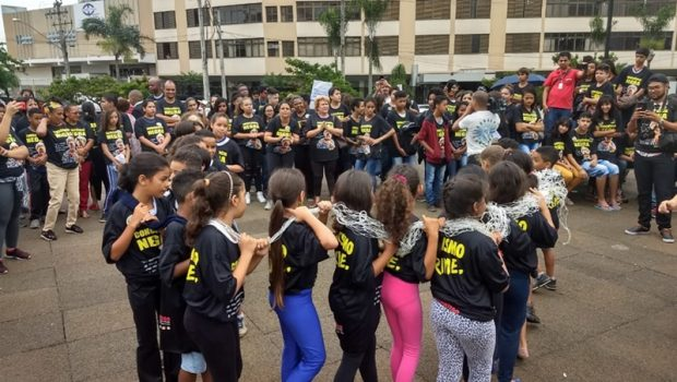 Abraço marca o Dia da Consciência Negra em Goiânia