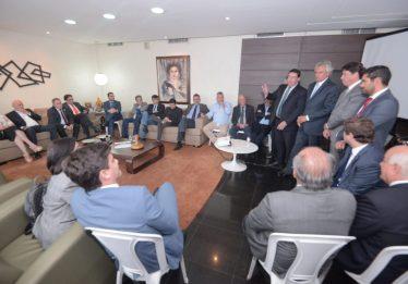Caiado se reúne com deputados estaduais