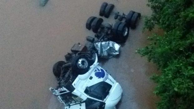 Motorista embriagado provoca acidente e deixa duas pessoas feridas em Uruaçu