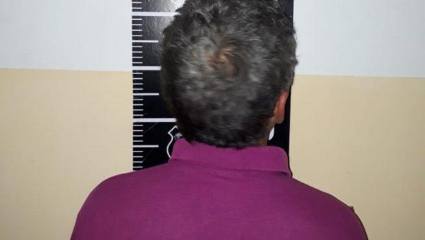 Homem é preso após se passar por funcionário dos Correios e atirar contra uma pessoa, em Anápolis