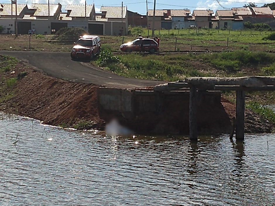 Homem morre afogado após cair de ponte inacabada de madeira, em Morrinhos