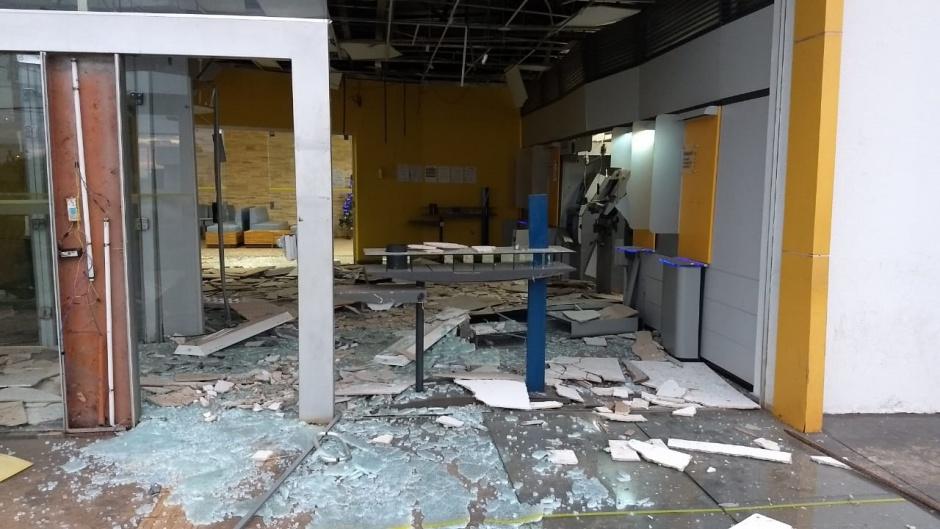 Agência bancária fica destruída após ser alvo de bandidos em São Simão