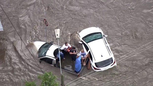Chuva causa alagamento e morte na região do grande ABC, em São Paulo