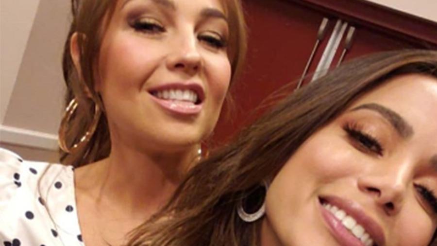 Thalía e Anitta se encontram e dançam em cima da mesa de restaurante; assista