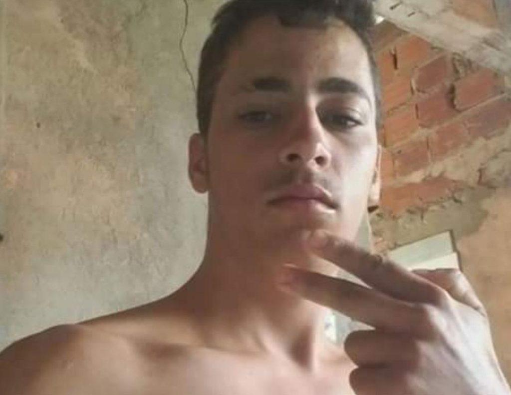 Jovem é morto com 12 tiros na cabeça dentro da própria casa, em Anápolis