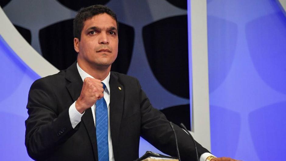 Cabo Daciolo promete percorrer o País em seu carro para agradecer os votos recebidos
