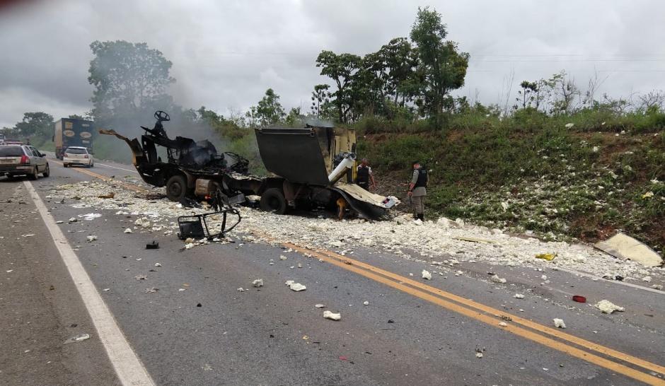 Carro forte explodido em Cristalina é o terceiro caso parecido só neste ano na mesma região (Foto do leitor)