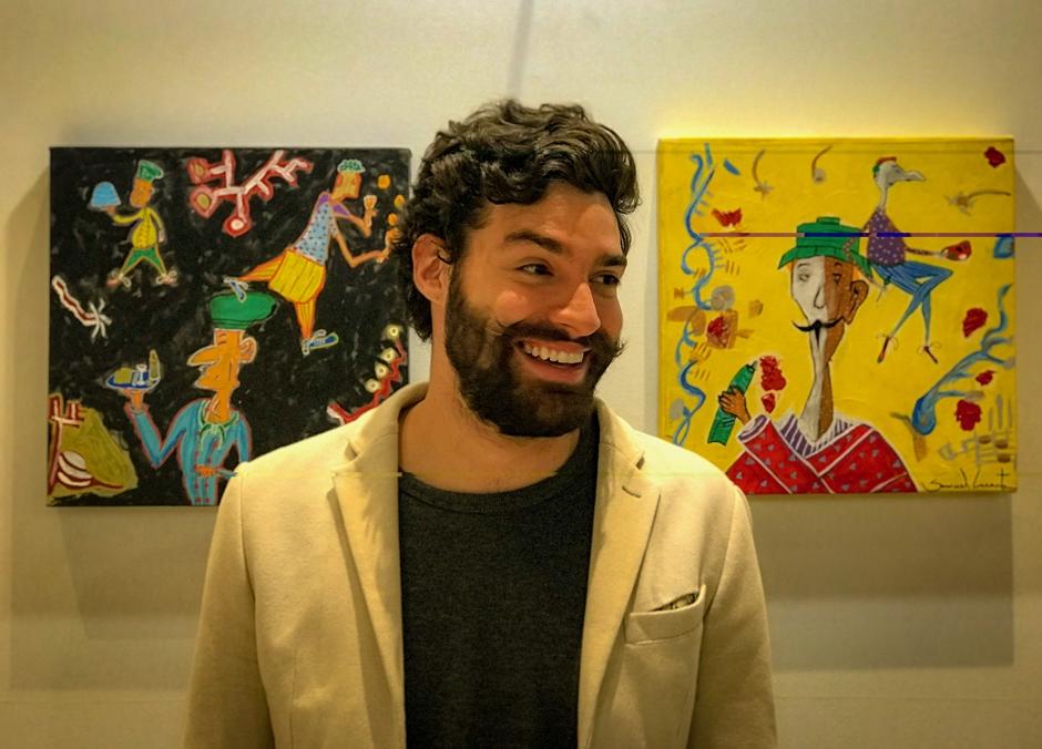 Samuel Caixeta inaugura exposição em cafeteria em Goiânia