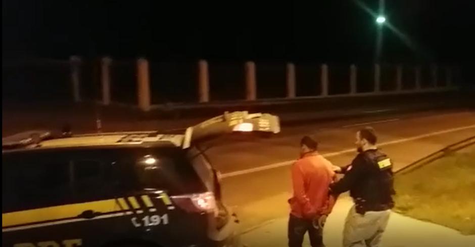 Homem é preso após se masturbar ao lado de estudante dentro de ônibus, em Anápolis