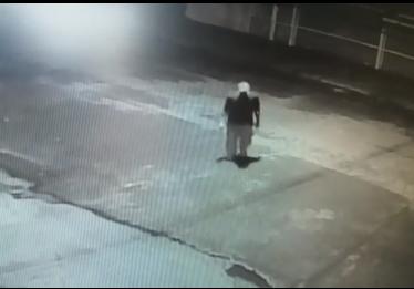 Câmera de segurança flagra furto em loja de veículos no Setor Aeroporto, em Goiânia-GO