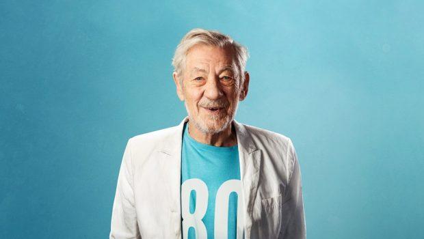 Ator Ian McKellen celebrará seus 80 anos com turnê de 80 apresentações em 2019