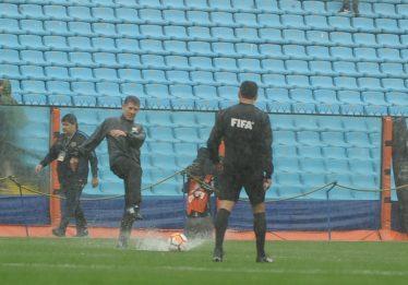 Forte chuva faz Conmebol adiar 1º jogo da final da Libertadores para este domingo