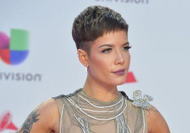Halsey critica falta de inclusão no Victoria's Secret
