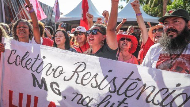 Manifestantes preparam Ano Novo para Lula em frente à PF
