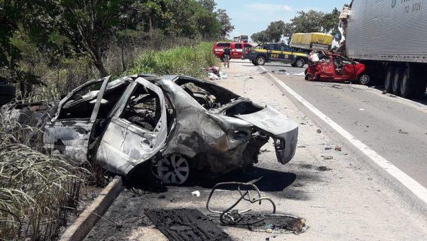 Bebês resgatados com vida de acidente na BR-153, em Porangatu, morrem no hospital
