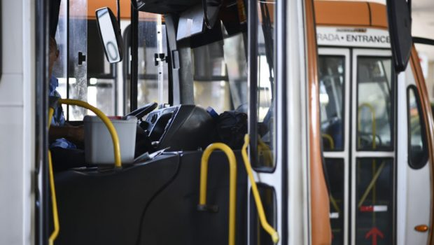 Sancionada lei de combate ao abuso sexual em transporte público, em Goiás