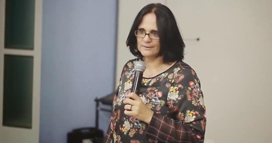 Bolsonaro escolhe assessora de aliado para Ministério das Mulheres, Família e Direitos Humanos