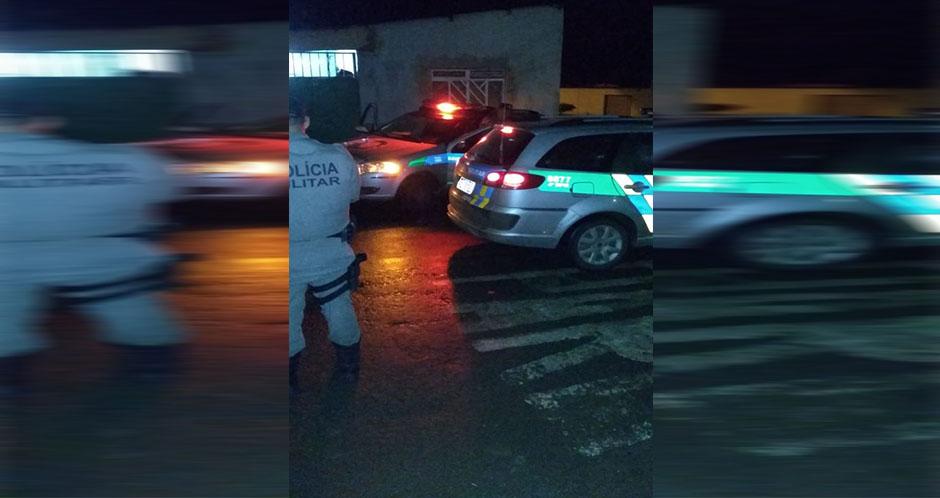 Mulher morre após ser esfaqueada dentro de casa, em Anápolis