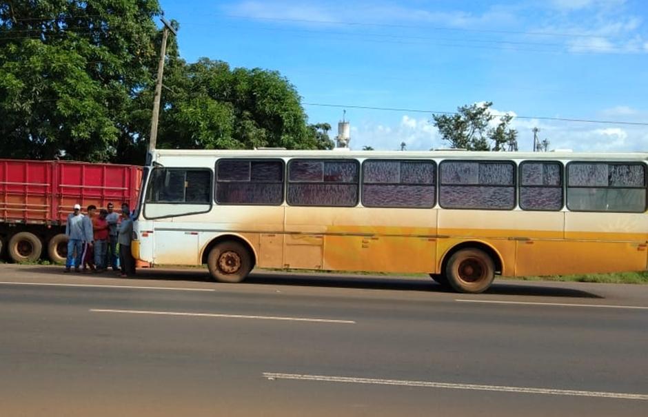 PRF apreende ônibus em mau estado de conservação que transportava trabalhadores na BR-060, em Rio Verde