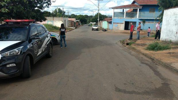 Acidente entre carro e moto termina com uma pessoa morta e três feridas no Recanto do Bosque, em Goiânia