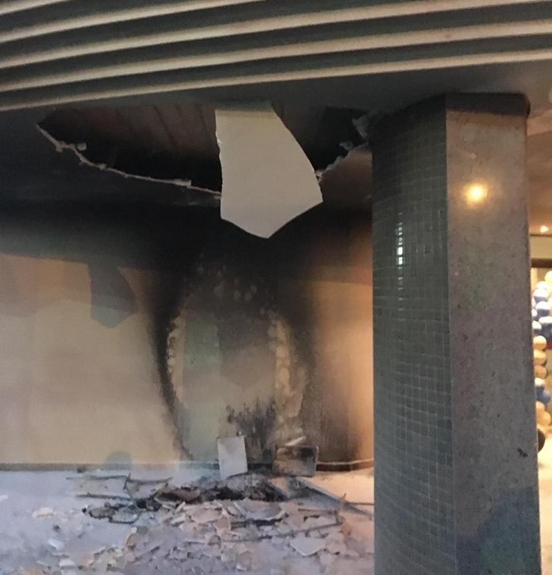 Local onde o carrinho de pipoca estava no momento do incêndio (Foto: Divulgação / Bombeiros)