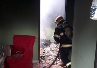 Morre mulher encontrada amarrada em quarto incendiado, em Águas Lindas de Goiás