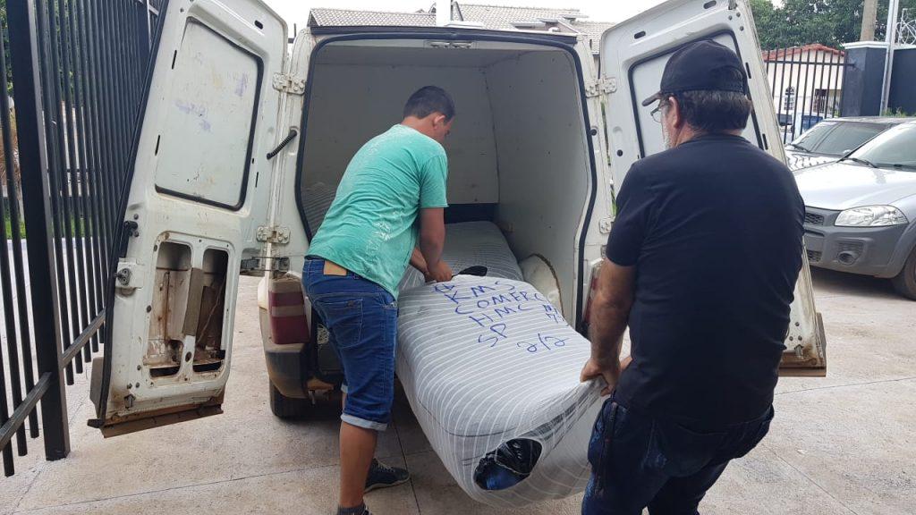 Homem é preso com 1 mil peças de calças falsificadas na BR-153, em Jaraguá