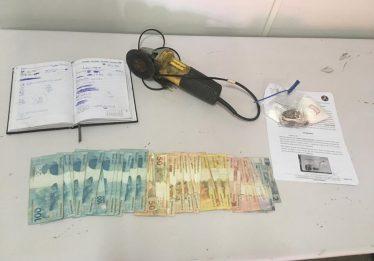 Trio é preso suspeito de roubo de veículos e tráfico de drogas, em Goiânia
