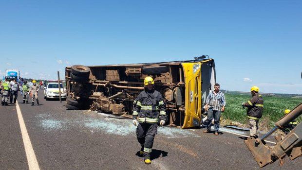 Duas pessoas morrem e oito ficam feridas em acidente na GO-333