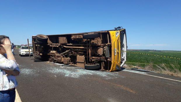 Acidente entre ônibus e caminhonete deixa dois mortos e 15 feridos na GO-333