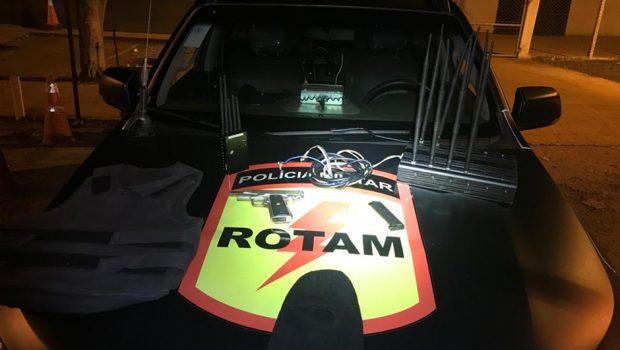 Suspeito de roubo de veículo fica ferido após troca de tiros com Rotam, em Luziânia