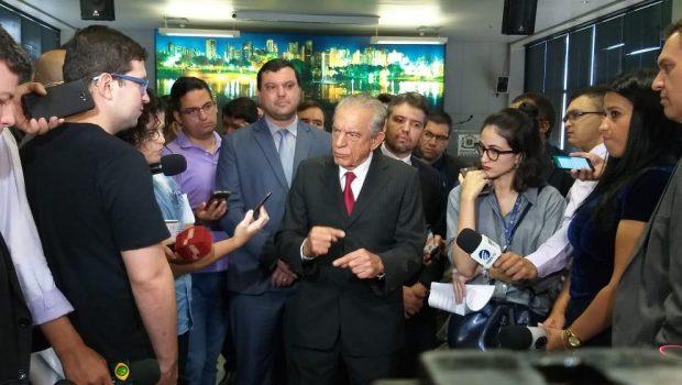 """""""Muito difícil você ver um buraco hoje nas ruas de Goiânia"""", afirma Iris Rezende"""