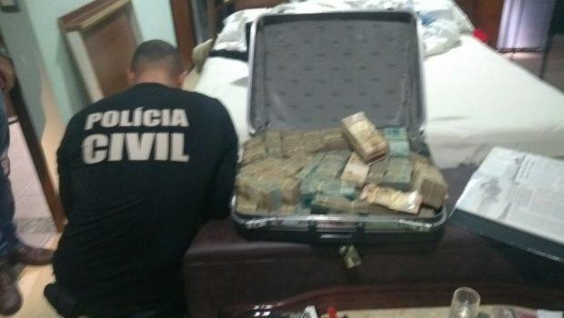 Em porão, Polícia apreende mais dinheiro e pedras preciosas de João de Deus
