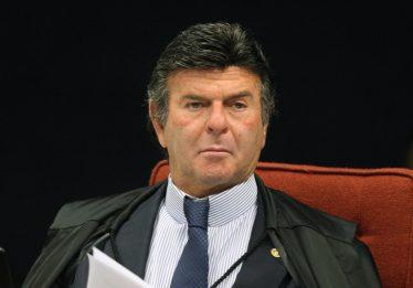 Fux suspende investigação sobre movimentações de Queiroz
