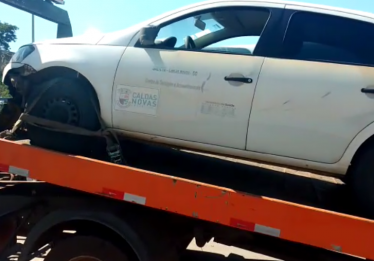 Veículo da prefeitura de Caldas Novas é apreendido com irregularidades pela PRF
